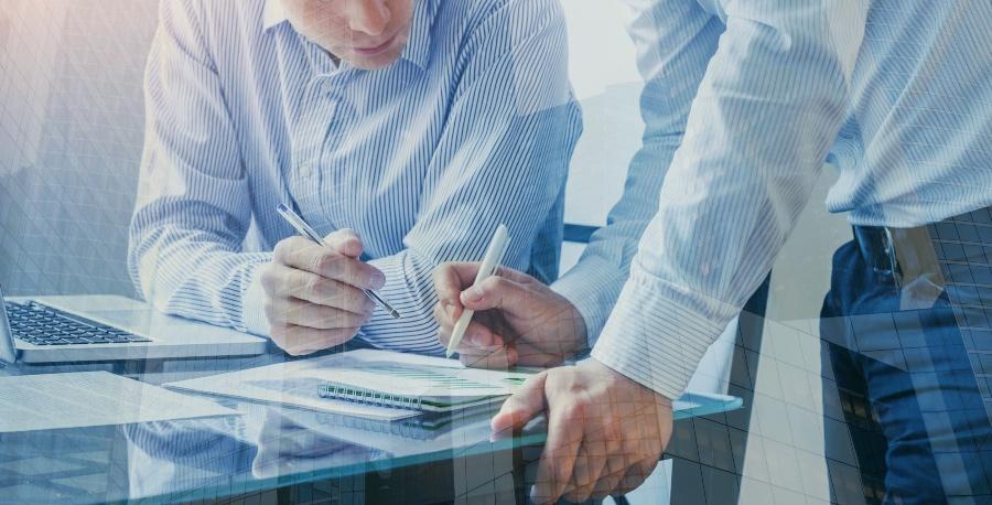 StZwei Männer im Strategiemeeting - Business Development